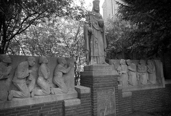 Afbeeldingsresultaat voor oorlogsmonument bonifatiuskerk